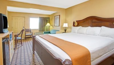 Travelodge-King Bed