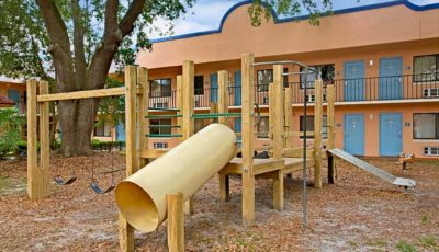 Travelodge_suites_east_gate_orange_playground_01