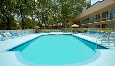 Travelodge_suites_east_gate_orange_pool_01