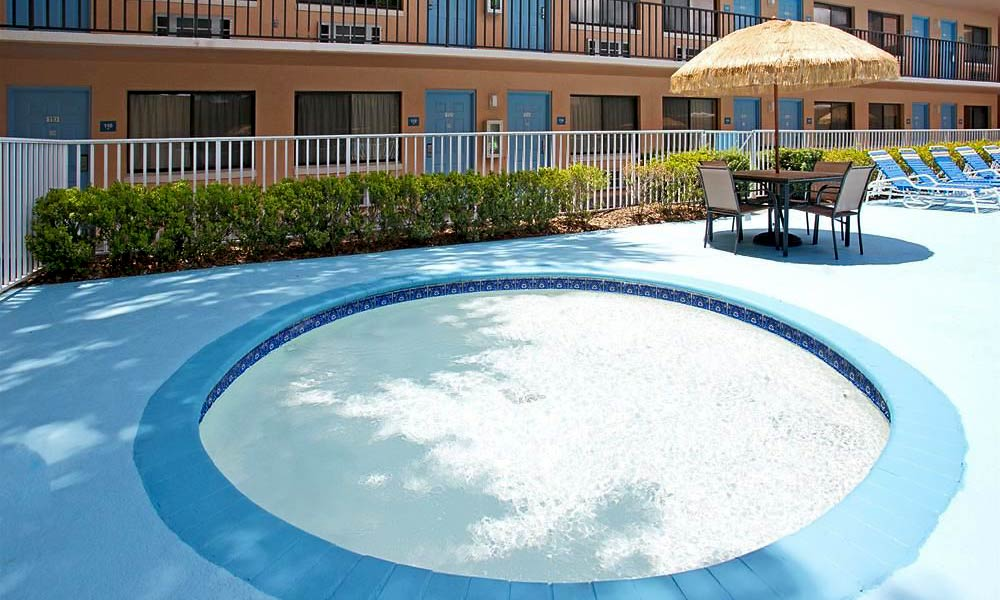Travelodge Suites East Gate Orange Pool 03
