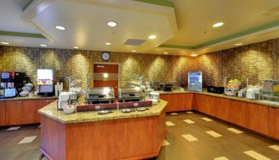 Comfort-inn-suites-universal-cc-breakfast-02