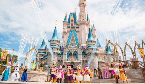 Disney Gallery Magic Kingdom Show 600×350