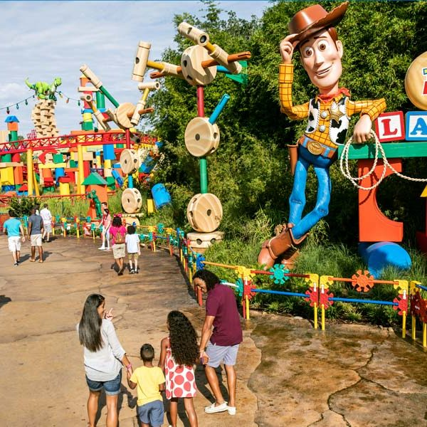 Disney_gallery_Toy_Story_Land_02-600×600